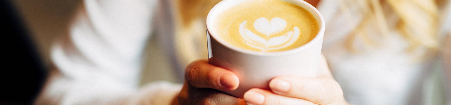 Koffiebonen • gemalen koffie • koffiecups